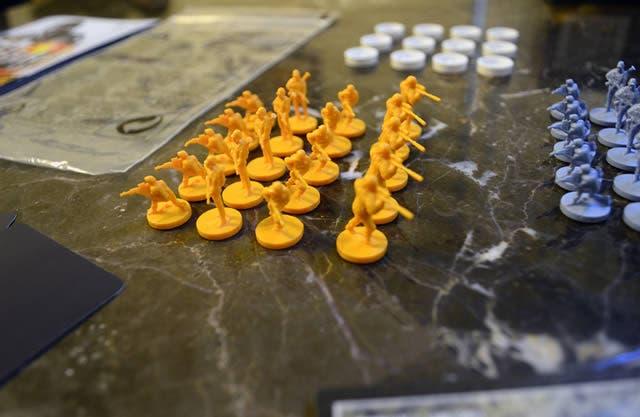 risk-battlefield-board-game-2