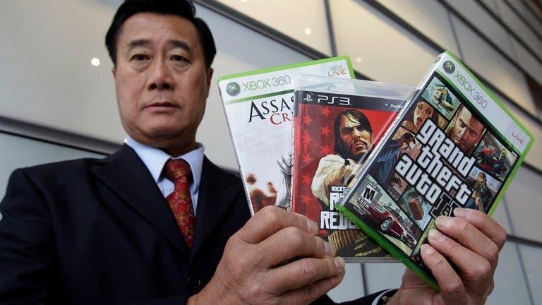 Condenan por tráfico de armas a un senador americano que estaba en contra de los videojuegos violentos 1