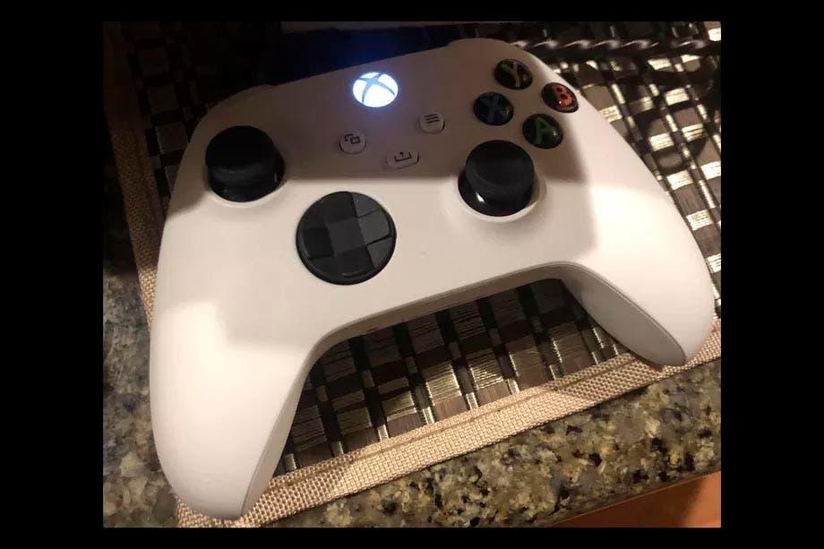 Se filtra una foto de un mando blanco de Xbox Series X, o ¿será de Xbox Series S? 2