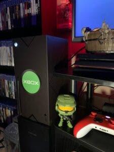 Adaptan una Xbox Series X para que se parezca a la Xbox original
